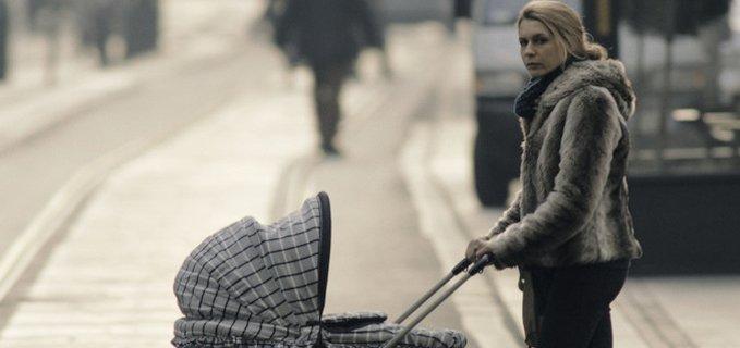 donna col passeggino dal film Tutto parla di te